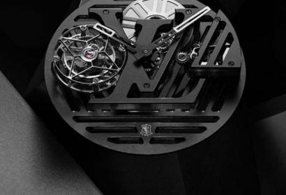 Часы Louis Vuitton третьего тысячелетия из карбона и бриллиантов