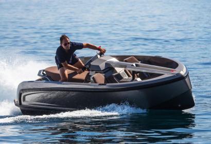 Vanqraft VQ16 Tender — миниатюрная яхта, быстрая, как водный скутер