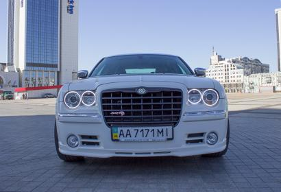 Аренда Chrysler 300C SRT в Киеве