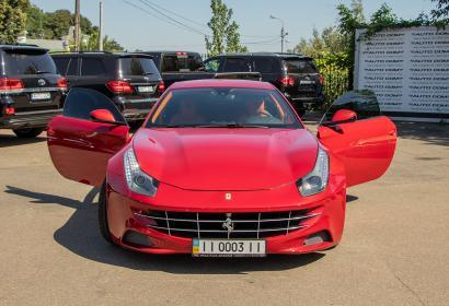 Продажа суперкара Ferrari FF в Киеве