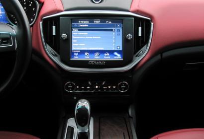 Продажа официального Maserati Ghibli на гарантии в Киеве