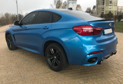 Аренда спортивного BMW X6M 50D без водителя в Киеве