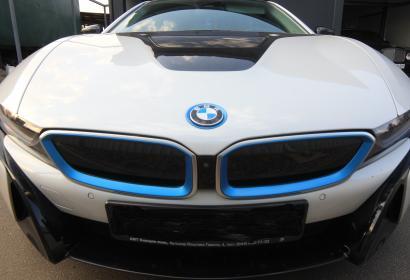 Аренда спорткара BMW i8 '2017 с водителем в Киеве