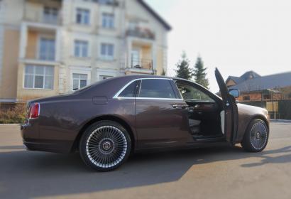 Аренда Ролс Ройс Гост с водителем в Киеве