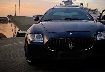 Прокат преимум седана Maserati Quattroporte V8 с водителем в Одессе