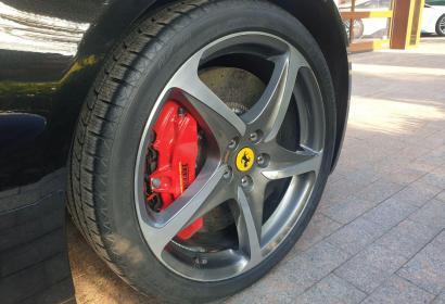 Прокат суперкара Ferrari FF с водителем в Киеве