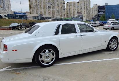 Прокат белого Rolls-Royce Phantom с водителем в Киеве