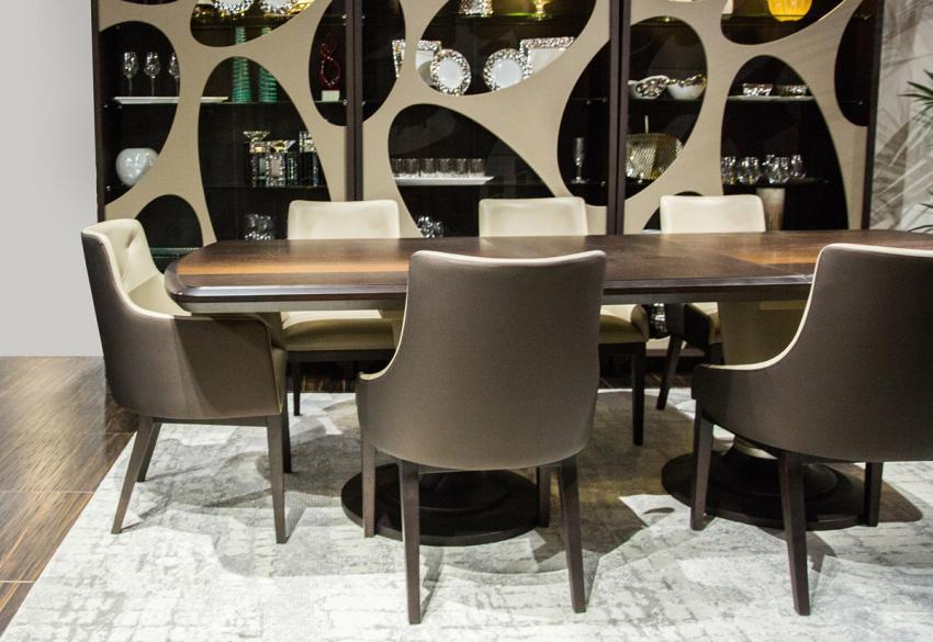 Кожаный стул для столовой от Майкла Амини