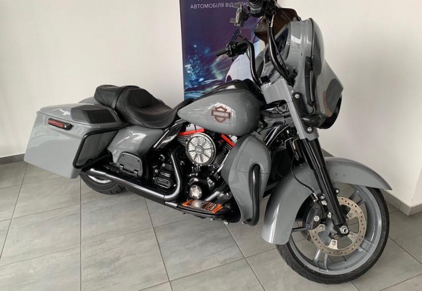 Продажа кастомного Harley Davidson Street Glide Special '2014 в Киеве