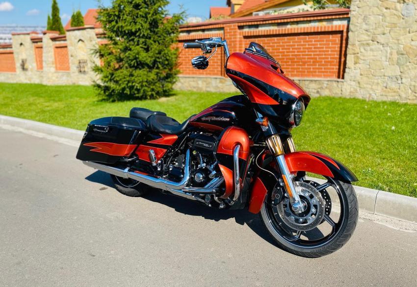 Продажа оригинального Harley Davidson Street Glide CVO 114 inch. M8 '2017 в Киеве