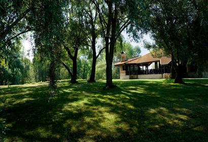 Продажа особняка с выходом к озеру в Конча-Заспе