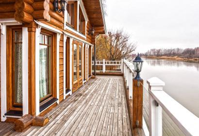 Продажа дома Honka на берегу реки в Конча-заспе