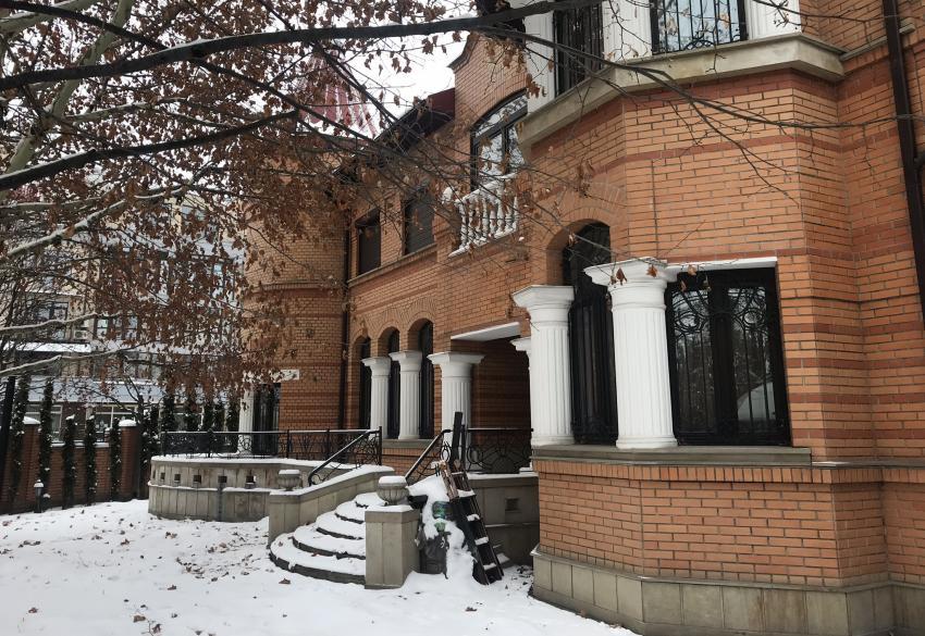 Продажа роскошного особняка на берегу Днепра в Киеве