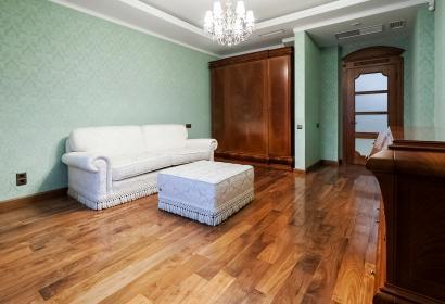 Продажа 4-комнатной квартиры в центре Киева с видом на Лавру