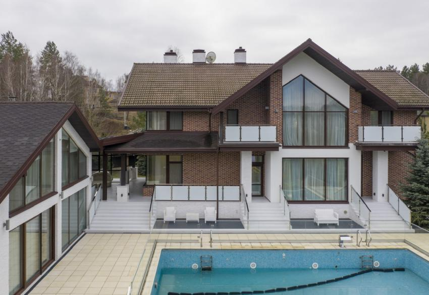 Продажа современного дома с бассейном в Гореничах под Киевом