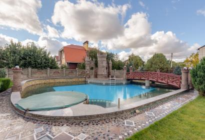 Продажа роскошного дома с бассейном в Киеве