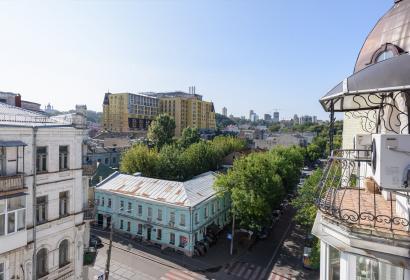 Продажа двухуровневой квартиры с ремонтом в Киеве на Подоле