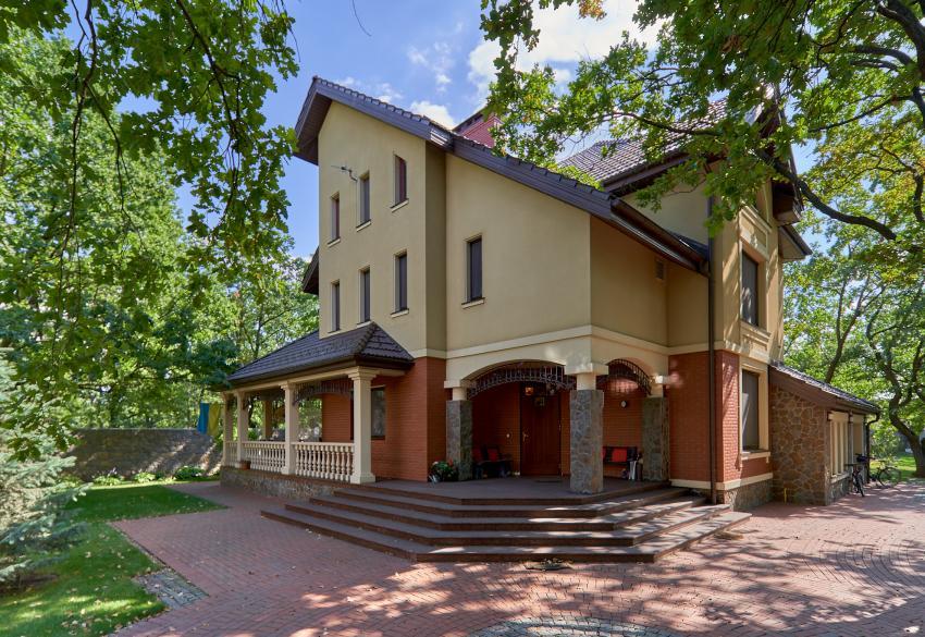 Продажа загородного дома под Киевом в поселке Романков