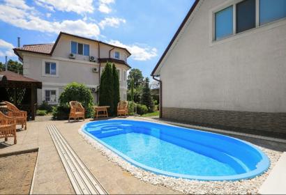 Продажа 3х этажного загородного дома с бассейном в Осокорках под Киевом