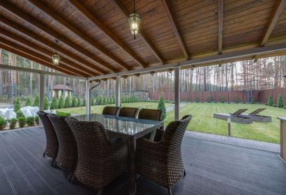 Продажа дома в пригороде Киева в окружении соснового леса