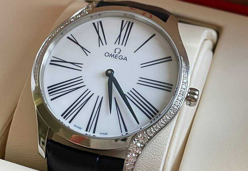 Продажа оригинальных женских часов Omega De Ville Trésor Quartz в Киеве