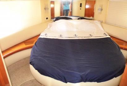 Продажа моторной яхты Azimut 42 в Киеве