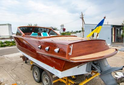 Продажа эксклюзивного катера в классическом стиле